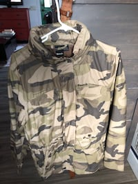Camo bench zip up jacket  Kelowna, V1V 1R5