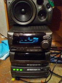 Kenwood bookshelf sterio like new with remote