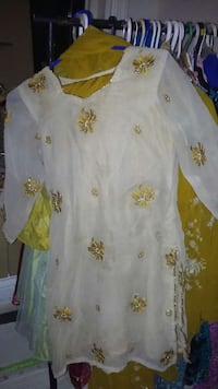 white and gold floral sweetheart neckline 3/4 sleeve mini dress Ontario, M1R 2M7