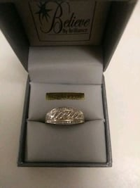 10kt gold with real diamond chips MOM ring!