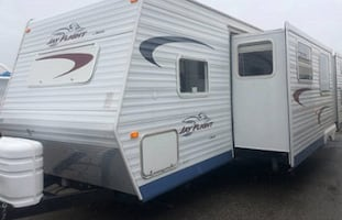 2005 Jayco Jay Flight 31 Ft. last year, new power inverter