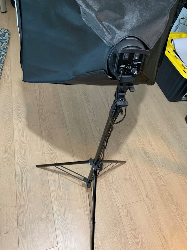 Photography light with tripod stand 3