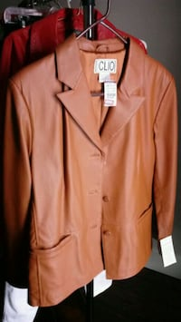 Clio Leather jacket size large never worn Utica, 43080