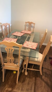 Rectangular white wooden table with six chairs dining set San Antonio, 78240