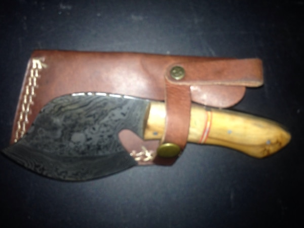 Damascus blade, new in box with leather case