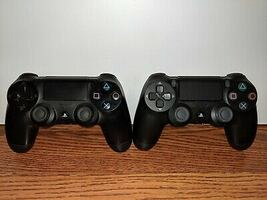 Slim ps4 1TB with console and controller
