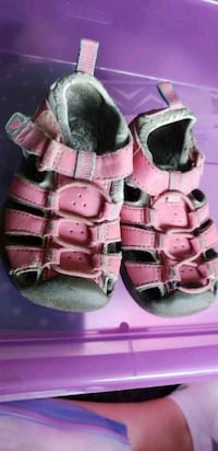 Size 4 girls sandals Southington, 06489