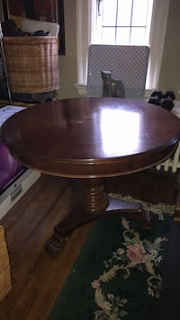 Round brown wooden pedestal table Toronto, M4R 1M5