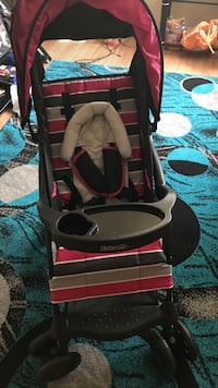baby's black and pink car seat carrier Detroit, 48227