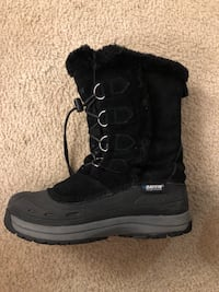 unpaired black and gray Baffin suede mid-calf duck boot Oakville, L6L 3B2