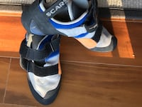 pair of black-and-blue inline skates 3732 km
