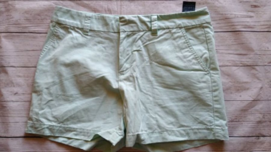 Beautiful Tommy Hilfiger Shorts .. e8f36147-8d50-4444-832a-c5803dd86e85