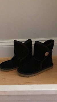 black UGG Bailey Button boots 34 km