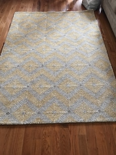 Throw Pillows With Matching Rug : 5 x7 area rug and throw pillows in Brick - letgo