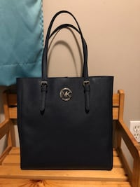 Authentic Micheal Kors shoulder bag Calgary, T3J 5G8