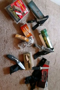 Various hunting knives