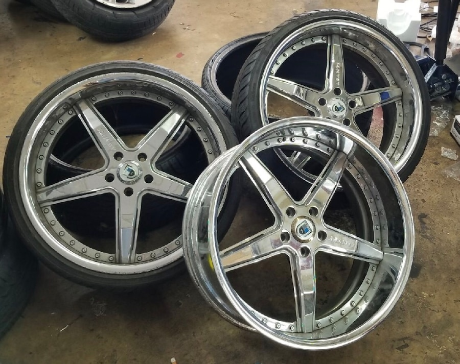 Photo BMW - 6-Series 245/30/22...fronts 275/40/22...rears Set of four w/new tires Fit on bmw/mercedes/audi/volkswagon/saab/porsche ( only three rims) moving must sale