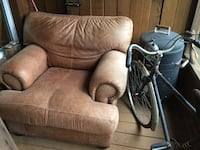 brown and black leather armchair Mille-Isles, J0R