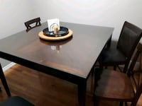 Dinning table and 4 chairs 54x54 Calgary, T2X