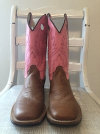 pair of brown leather cowboy boots Springfield, 65804