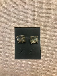Light gold earrings. In good condition Oxon Hill, 20745
