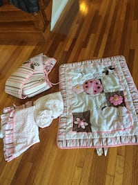 baby's white and pink crib bumper set