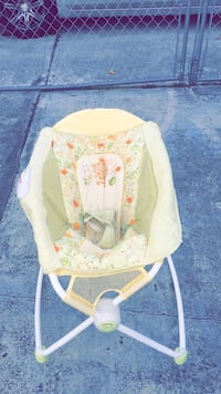 baby's white and green bouncer Hialeah, 33010