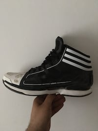 black-and-white Adidas low top sneakers Montréal, H4N