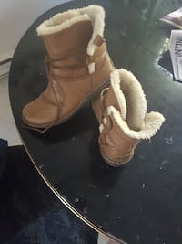Womans Uggs  boots  size 7  Kelowna, V1Y 5M8