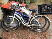 white and blue cruiser bike New Orleans, 70124