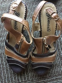 pair of brown leather open-toe sandals London, N6A 0C1