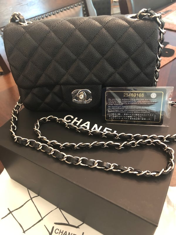 Chanel Crossbody Bag 8f960072-06b7-47fe-922b-184c317198f6