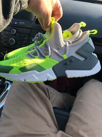 pair of green-and-gray Nike basketball shoes Romeoville, 60446