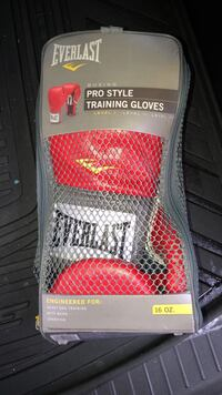 red Everlast pro style training gloves Stafford, 22556
