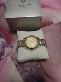 round silver-colored analog watch with link bracelet Montréal, H1Z 3A2