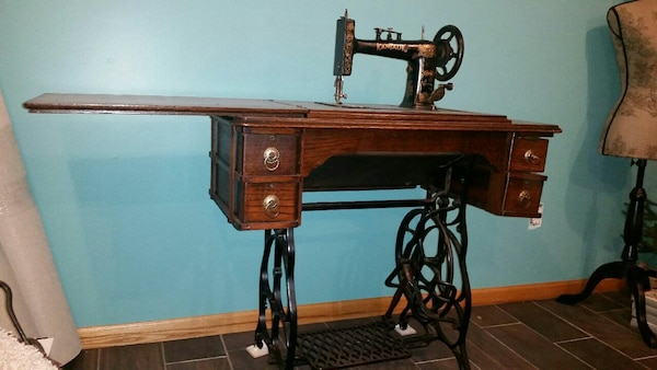 Magnificent Antique Kantauk Treadle Sewing Machine Table Home Interior And Landscaping Transignezvosmurscom