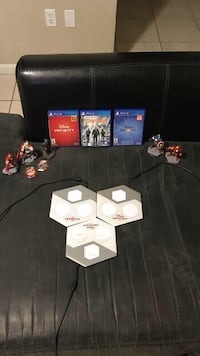 Disney infinity set with 2 games + tom clancy's the division