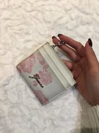 Authentic Guess baby pink/white wallet 546 km