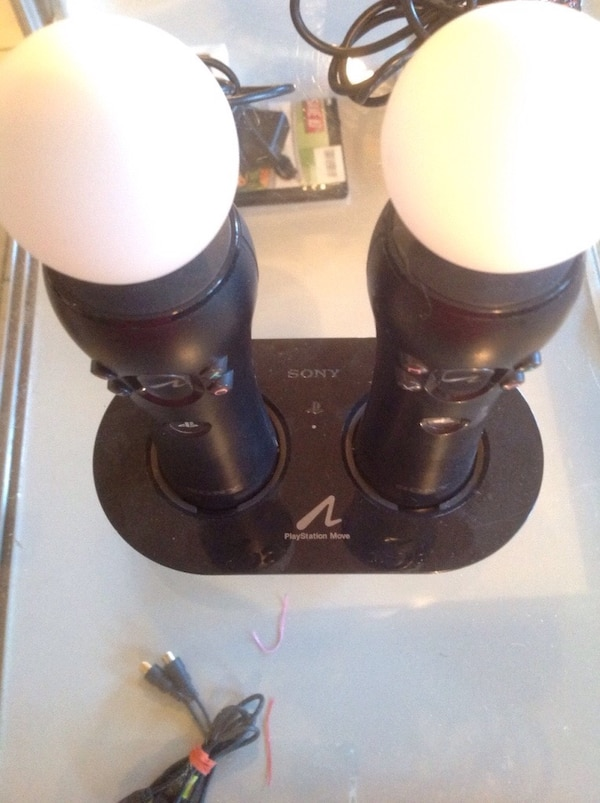 Playstation move controllers/camera!(perfect condition )