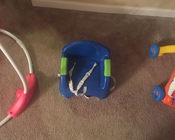Used blue and yellow plastic car seat for sale in Lilburn - letgo