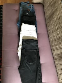 Skinny Jeans Size 26 (4 pair) Surrey