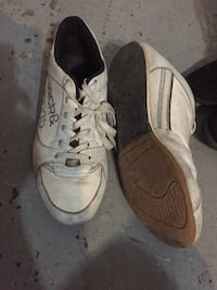 pair of white Nike low-top sneakers Montréal, H1H 4V2