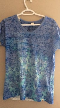 blue and green floral v-neck shirt Calgary, T3K 0J8