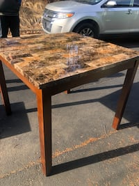 Brown and black marble dining room table Stafford, 22554
