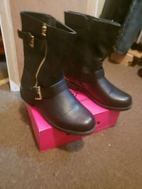 Women's  black boots w/gold accent size 8.5 USED1X New York, 10018
