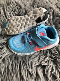 Size 12 Nike runners Vancouver
