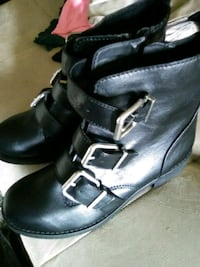 pair of black leather boots Phoenix, 85029