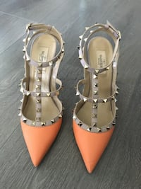 Authentic Valentino Rockstud size 40
