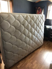 Pillow top Queen mattress 43 km