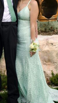 Women's Green with Lace Overlay Size 5 sleeveless prom dress Centerville, 84014
